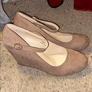 NWOT Taupe Wedges